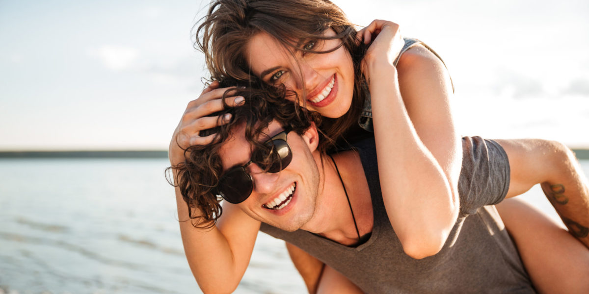 https://www.expatspsychologist.nl/wp-content/uploads/2018/06/graphicstock-young-smiling-man-giving-piggyback-ride-to-girlfriend-by-the-ocean_B_lI4oXS2g-1200x600.jpg